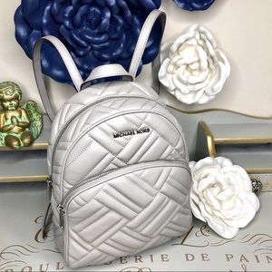 🆕 Micheal Kors leather backpack